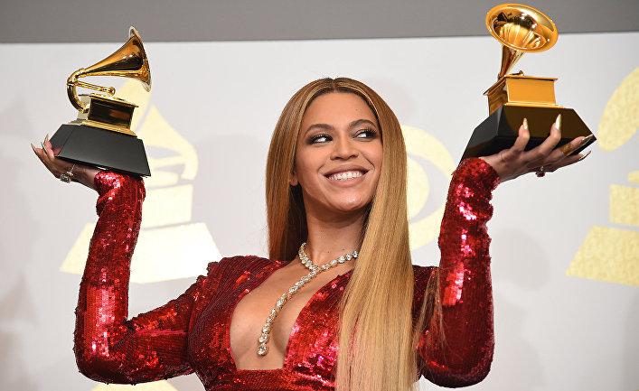 Певица Бейонсе во время 59-й ежегодной премии Grammy music Awards