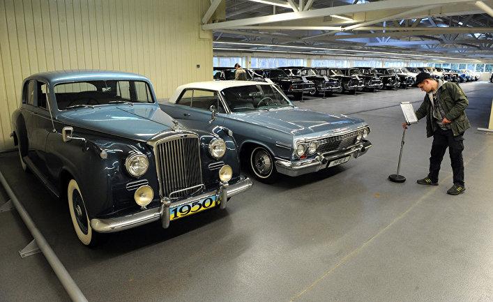 Коллекции автомобилей бывшего президента Украины Виктора Януковича в Межигорье