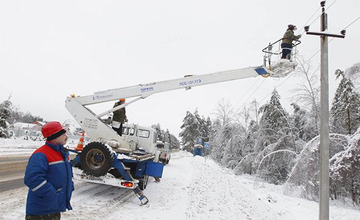 Обрезка обледеневших деревьев в Одинцовском районе