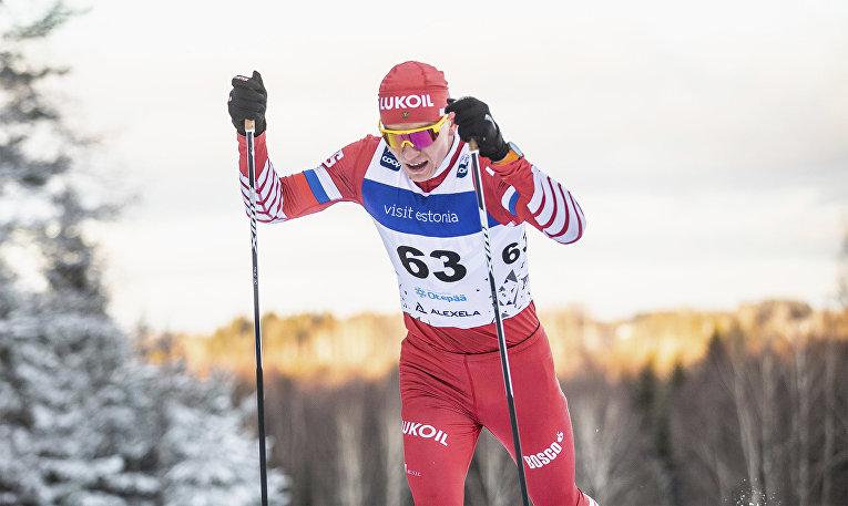 Российский лыжник Александр Большунов на этапе Кубка мира