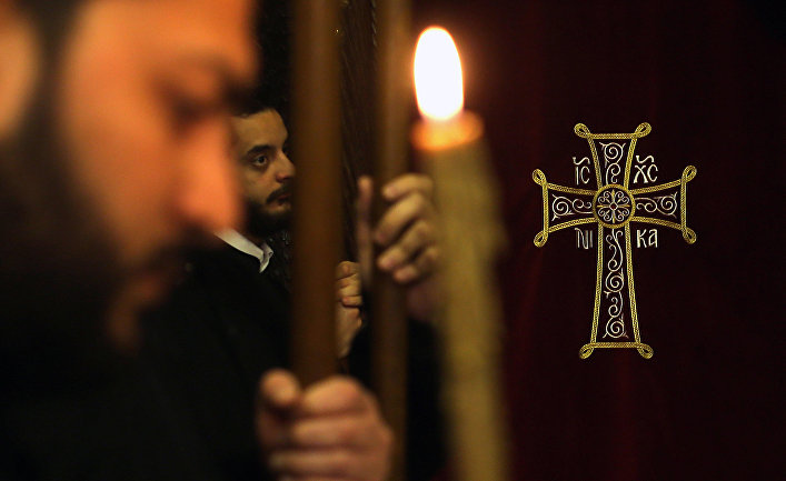 Греческие православные священники во время мессы монастыре на севере Ливана