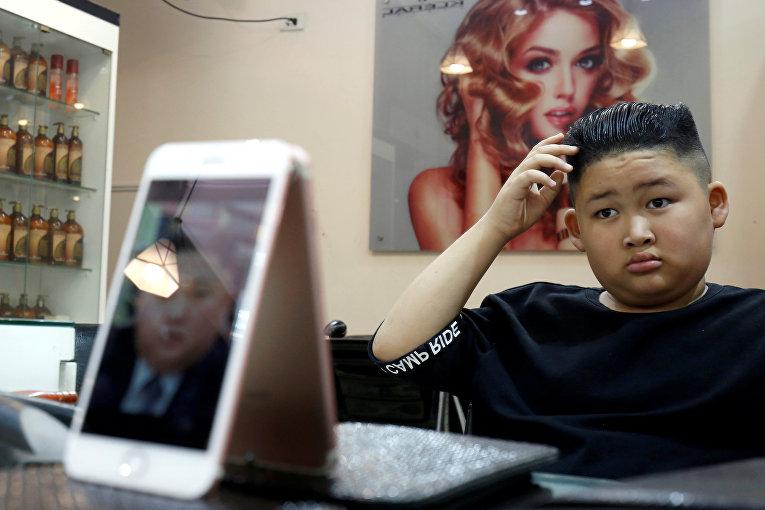 Вьетнамский мальчик подстригся в стиле северокорейского лидера Ким Чен Ына в Ханое