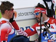 Йоханнес Хёсфлот Клебо (Норвегия) и Сергей Устюгов (Россия) после полуфинала спринта среди мужчин на чемпионате мира по лыжным гонкам в Зеефельде