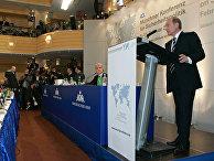 Президент России Владимир Путин во время выступления на 43-й Мюнхенской конференции по вопросам политики безопасности. 10 февраля 2007