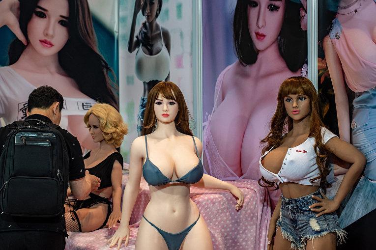 Посетитель на выставке Asia Adult Expo в Гонконге