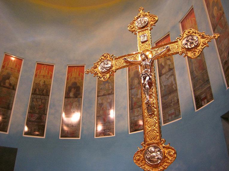 Распятие в церкви Пресвятой Девы Марии Святого Розария (Доха)