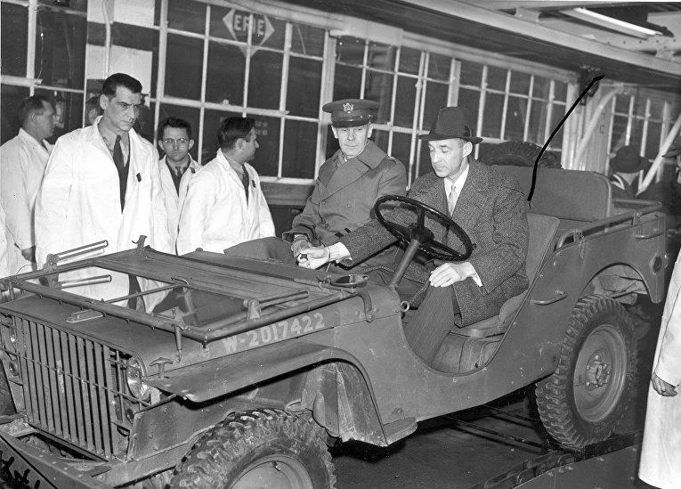 28 февраля 1941. Президент Ford Эдсел Форд в первом Blitz Buggy