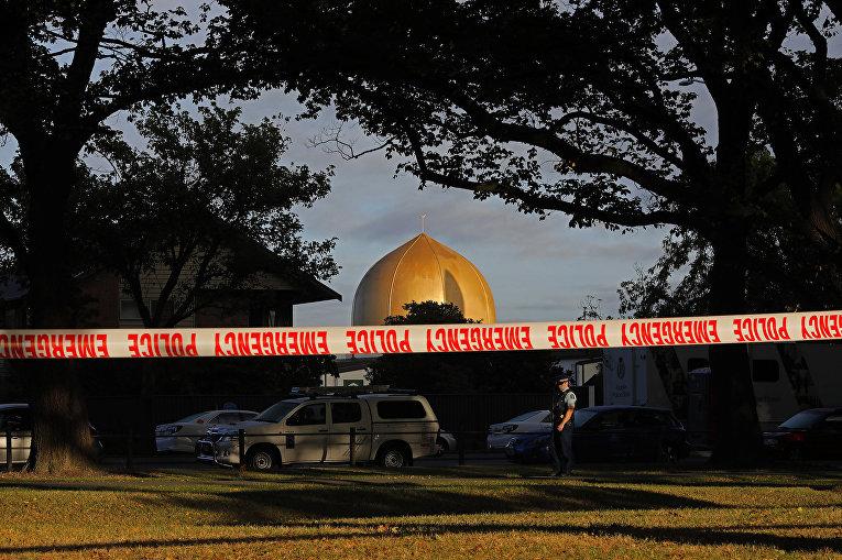 Полицейское оцепление перед мечетью Масджид Аль Нур в Крайстчерче, Новая Зеландия