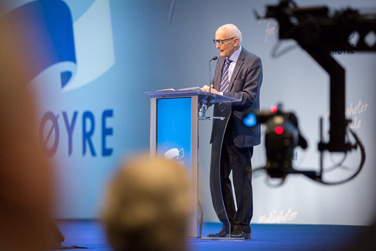 Бывший премьер-министр Норвегии Коре Виллок на съезде партии Хёйре
