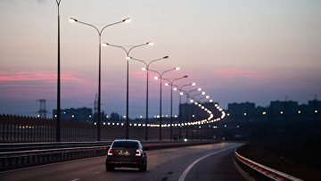Автомобиль на Крымском мосту