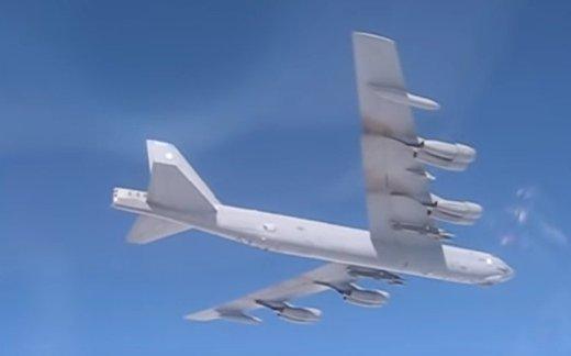 Су-27 отогнал бомбардировщик B-52