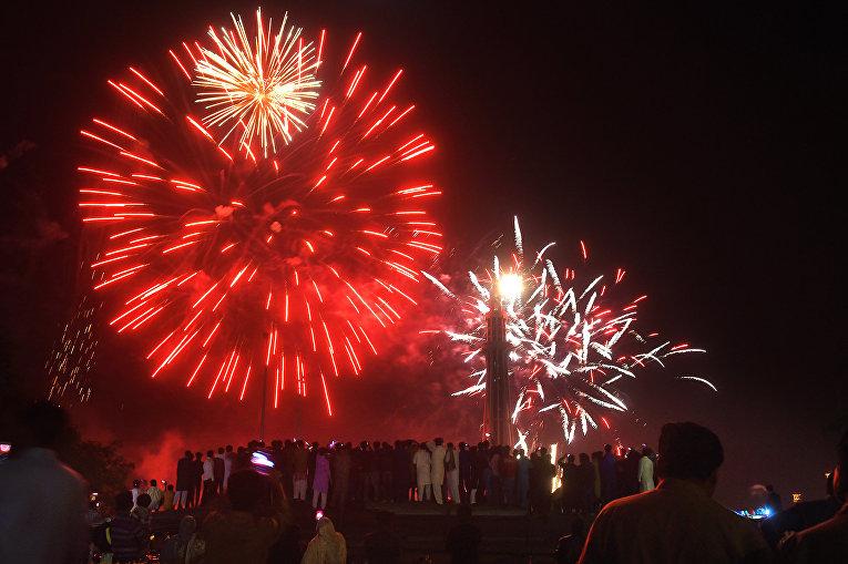 Салют в День Пакистана