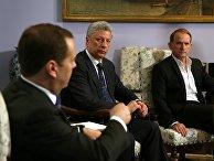 Премьер-министр РФ Д. Медведев встретился с кандидатом в президенты Украины Ю. Бойко и украинском политиком В. Медведчуком