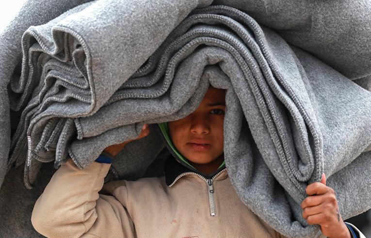 Сирийский мальчик в лагере для беженцев на северо-востоке Сирии