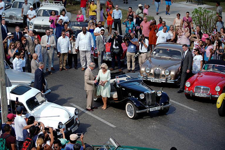 Принц Чарльз и Камилла, герцогиня Корнуольская на мероприятии British Classic Car в Гаване