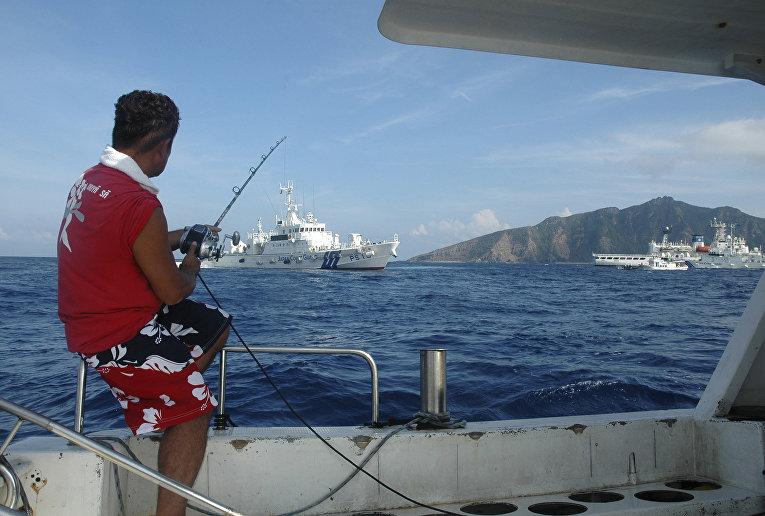 Рыбак вблизи островов Сенкаку