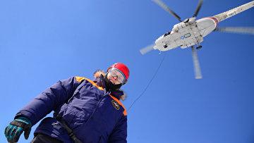 Учения по парашютно-десантной подготовке спасателей МЧС