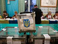 Члены избирательной комиссии на избирательном участке в Рогатине, Украина