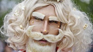 Участник гей-парада в Чили