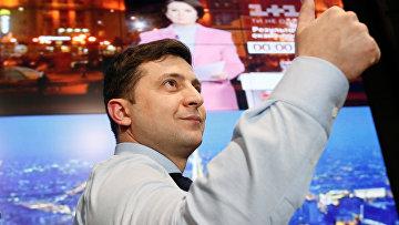Кандидат в президенты Украины актер Владимир Зеленский в своем избирательном штабе в Киеве