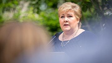 Премьер-министр Норвегии Эрна Сульберг на пресс-конференции
