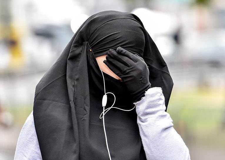 Мусульманская женщина во французском городе Лилль
