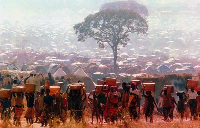 Беженцы, спасшиеся от этнической чистки в соседней Руанде