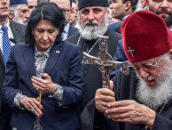 Президент Грузии Саломея Зурабишвили и патриарх Грузии Илия II во время митинга в День национального единства в Тбилиси