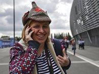 Российская болельщица в шапке-буденновке