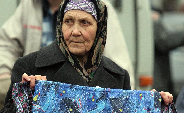 Пенсионерка продает мужское белье