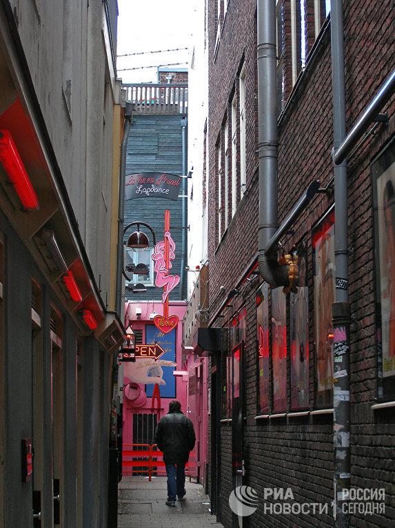 Один из переулков в квартале Красных фонарей