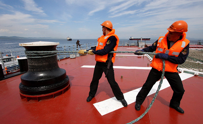 Швартовка напалубе тяжелого атомного ракетного крейсера «Петр Великий»