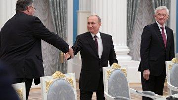 Президент РФ В. Путин встретился с представителями деловых кругов Франции