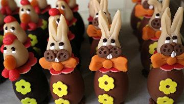 Шоколадные кролики в шоколадной мастерской Wittamer в Брюсселе, Бельгия