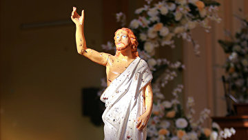 Пятна крови на статуе Иисуса в церкви в Негомбо, Шри-Ланка
