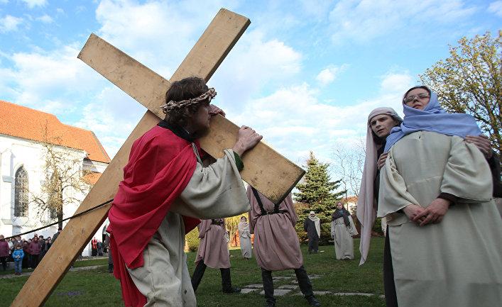 Инсценировка шествия Иисуса на Голгофу