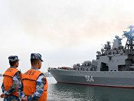 Большой противолодочный корабль ВМФ России «Адмирал Трибуц» прибывает на китайско-российские совместные военно-морские учения в Циндао