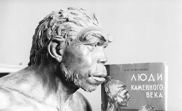 Скульптурный портрет неандертальца, который жил на территории Франции