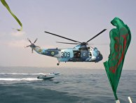 Вертолет иранских ВМС недалеко от порта Бендер-Аббас