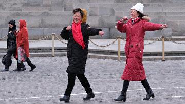 Иностранные туристы на Красной Площади в Москве