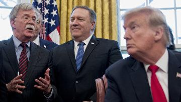 Советник по национальной безопасности Джон Болтон, государственный секретарь Майк Помпео и президент США Дональд Трамп