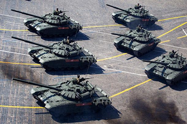Российские танки Т-72 Б3 на Красной площади