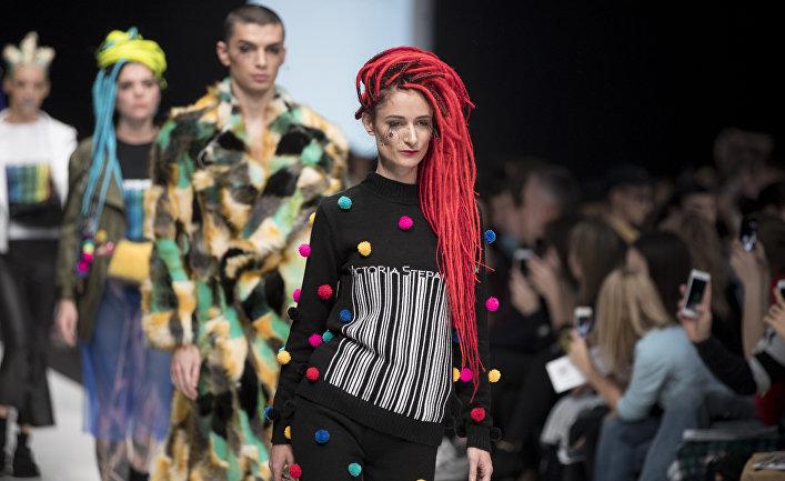 Показ коллекции модельера Виктории Степановой на Неделе моды в Москве