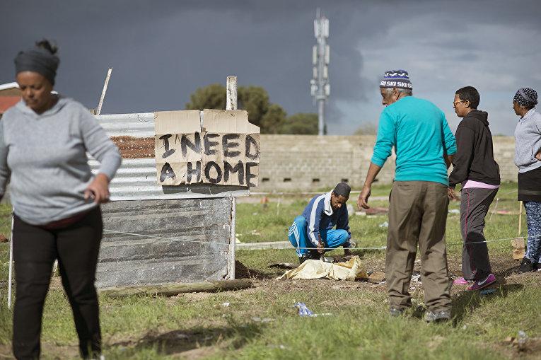 Строительство хижины на открытом участке земли в Вудленде, равнина Митчеллс, ЮАР