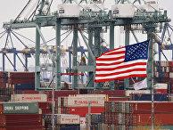 Китайские транспортные контейнеры в порту Лос-Анджелеса в Лонг-Бич, Калифорния