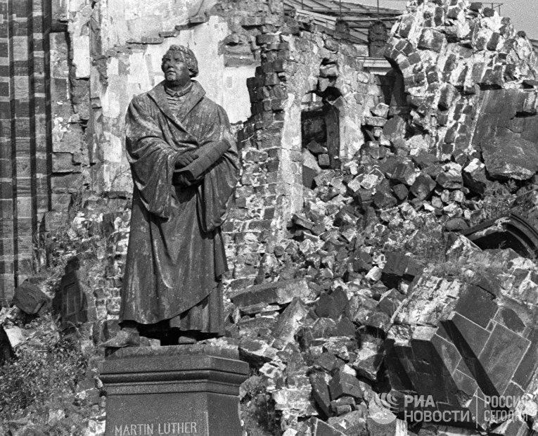 Церковь Дрездена, разрушенная бомбардировкой города в 1945 году