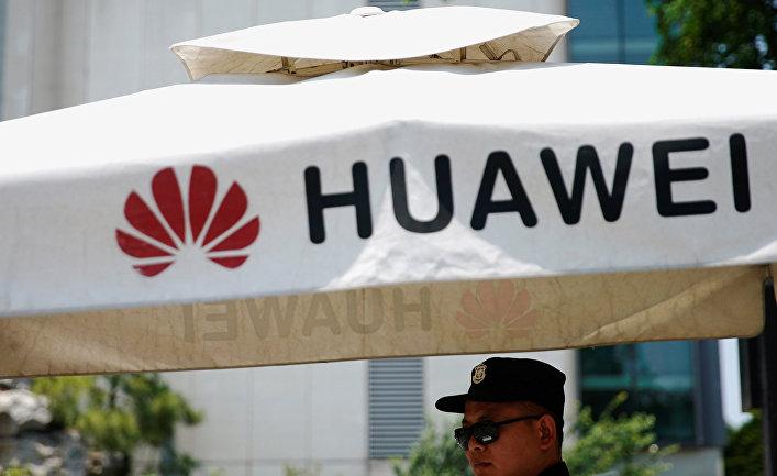 Логотип компании Huawei в Шанхае, Китай