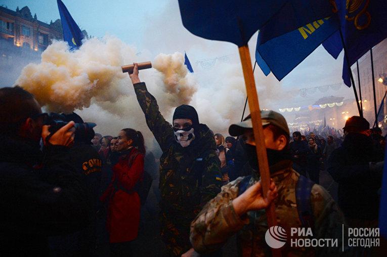 Участники марша по случаю 75-й годовщины создания Украинской повстанческой армии в Киеве, Украина. 14 октября 2017