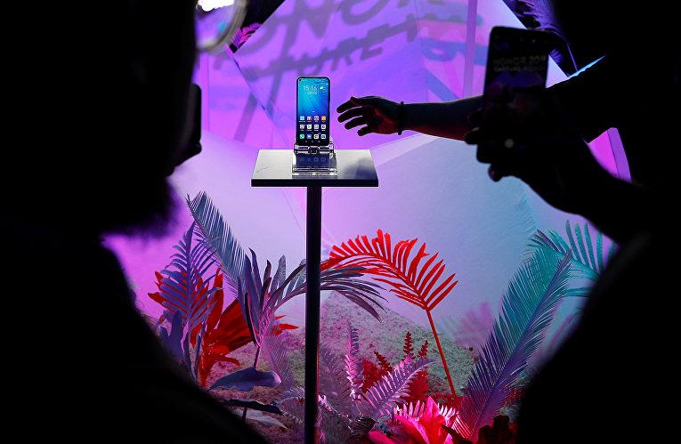 Посетители на презентации линейки смартфонов Huawei Honor 20