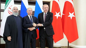 Президент РФ Владимир Путин, президент Турецкой Республики Реджеп Тайип Эрдоган (справа) и президент Исламской Республики Иран Хасан Рухани